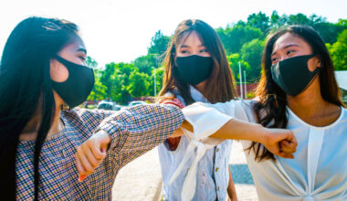 people wear mask to protecting from the covid99